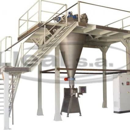 Conical Mixer with 1000 liters working capacity mounted on platform. In the upper side of the equipment it is installed a sieving system model CEN-450 and under the mixer a bag filler model ST-50 is installed.