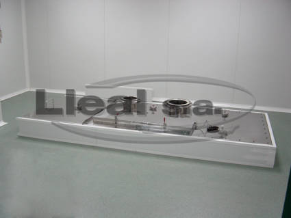 View of a MB-3000 ribbon blender placed in a clean room. Equipment for the mixing of pharmaceutical products. It can be seen that in the room there is only access to the cover.