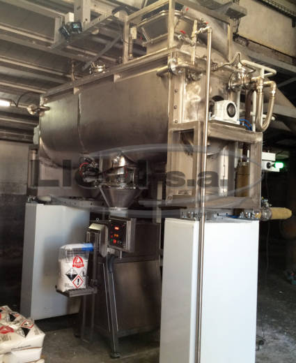 Mixing, drying and bagging installation composed of SMB-1500 ribbon dryer made in Hastelloy and assembled over loading cells. Discharge in S-50-T bagger machine designed for valve types bags.