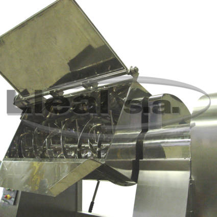 MB-500 ribbon blender with tilting system by hydraulic cylinder